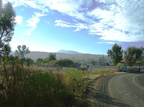 Entrada al LLano, con vistas al Cerro del Metate