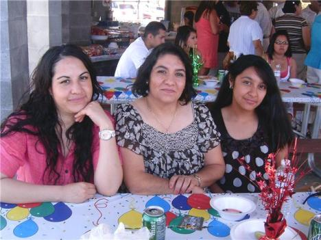Cristina Aguiñiga, Celia Navarrete y Karina Aguiñiga Navarrete