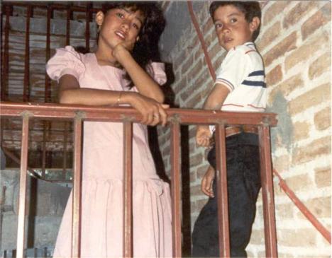 Sus papás, Jesús Narváez y Marisela Martínez