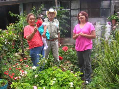 Gente de Ziquítaro, agosto 2008. Petrita, Joselyn, Amado y Gabrielita