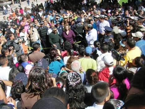 El alcalde Ricardo Guzmán, infitó a los padres del astronauta, a fin de que acompañaran a su hijo en la develación de la placa conmemorativa. Foto SMC