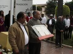 EL PADRE VALENCIA Y EL ALCALDE PICENO RECIBEN EL MANUSCRITO ORIGINAL 5 DE  ENERO