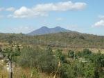 Desde La Penca, el Cerro de Zináparo al fondo. Foto de Silviano