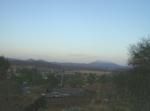 Ziquítaro, calles y paisajes, 18. Mañanita del día 12, desde Los Nopales Altos, al fondo Cerro de Torrecillas y Cerro de Zinàparo brumoso