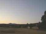Ziquítaro, calles y paisajes. Mañanita del día 12, el cerro del Metate visto desde el baldío