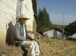 Ziquítaro. El parque y los alrededores, 44. Javier Roa, en un descanso en su barrio, frentre al Ojito de Agua