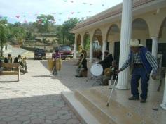 Ziquítaro. on Elías Gómez Roa, al frente, junto a la banda de música de Ichán, durante la fiesta patronal