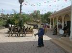 Ziquítaro, la banda de música tradicional de Ichán, lregocija con sus sones. Al frente, don Elías Gómez Roa, de corazón jóven