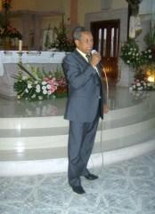 Doctor Marcial E. Contreras Bravo, durante la presentación de la maestra Flavia Narváez Martínez, quien ofreció un recital poético, antes de la celebración central, en el templo de Ziquítaro