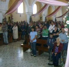 La Misa con devotos asistentes