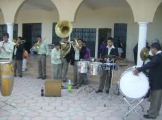 Parte de la banda de Ichán, frente alatrio