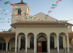 Celebración central, 17. Fachada del templo con su atrio