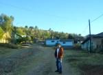 En la calzada de Los Guanumos, Emmanuel. Al fondo, a la entrada del callejón, la casita donde dejé el ombligo, allá por el 35