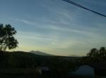 Desde Los Guanumos, hacia más amplios horizontes. Al fondo, el Cerro de Zináparo como se ve desde Ziquítaro y a su lado, el de La Piedad (Cerro Grande)