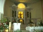 La imagen de la Vírgen de Guadalupe con profusión de luces, y el prebisterio con su altar, atril y cirio pascual y el gran crucifico al lado, al finalizar el día once las peregrinaciones de los barrios