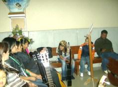Coro  de Ziquítaro, antes de la misa de peregrinación, el día once