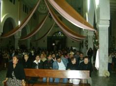 Con devoción, se alabó a la Guadalupana en su fiesta, con peregrinaciones, rezos, música, cohetes. En la gráfica, fieles preparandose parala misa, el once, luego de la peregrinación de los de El Mirador