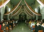 En la nave central de ltemplo, durante la misa la víspera del doce