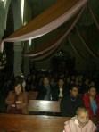 A la espera de la misa la noche del once