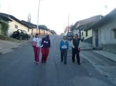 La calzada en Los Nopales Altos. Las muchachas van al templo a preparativos para la fiesta, el día 12
