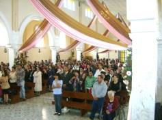 El pueblo devoto, durante la misa