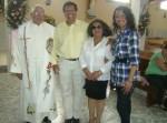 Celebración central, 4. Luego de la misa, el padre Sotero Fernández, con familiares amigos